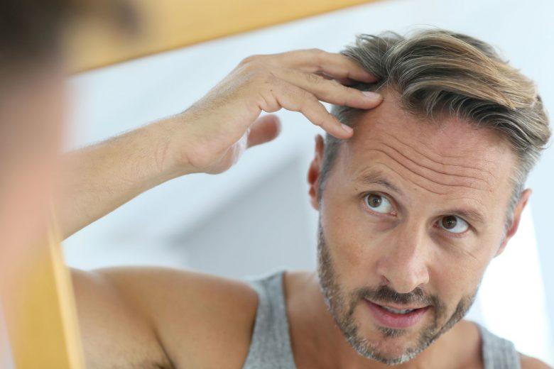 Cómo moderar la caída de pelo estacional con aceites esenciales